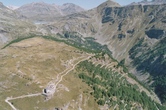 Hotel Belvedere mit Startplatz. Im Hintergrund der Berninapass und der Piz Lagalb
