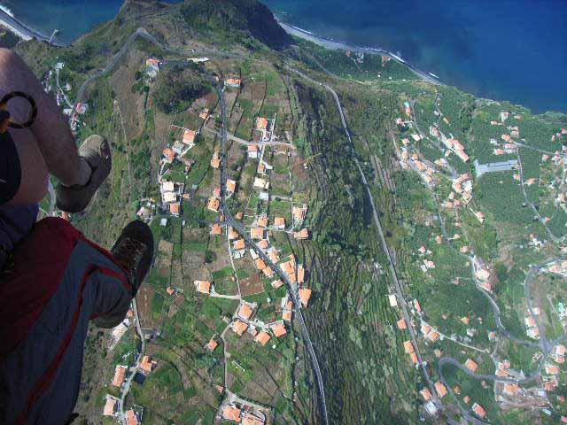 1000m über dem Meeresspiegel, 600m über dem Madeira Paragliding Camp, Thermik satt trotz grüner Insel
