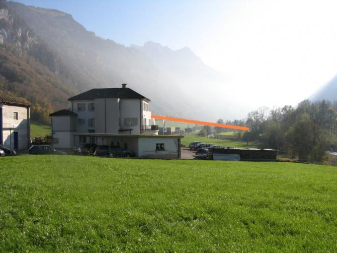 Landeplatz Dallenwil Talstation: Starkstromleitung im Endanflug Richtung NW (orange)