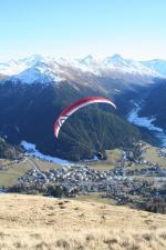 Paragliding Fluggebiet Europa » Schweiz » Graubünden,Parsenn Weissfluh,Der frühmorgendliche Flug über Davos mag immer wieder zu begeistern, speziell wenn die Vögel bereits in der Luft soaren...