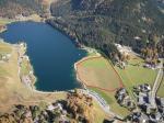 Paragliding Fluggebiet Europa » Schweiz » Graubünden,Parsenn Weissfluh,>> dieser LP ist leider GESCHLOSSEN! Der Landeplatz von oben (rot markiert). Achtung auf die Leitungen der Rhb (grün markiert).
