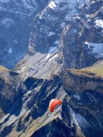 Paragliding Fluggebiet Europa » Schweiz » Bern,Schilthorn (Piz Gloria),Auge in Auge mit den Viertausendern, dem Jungfraujoch und unter dem Hintern zerklüftete Felsen. Einmaliges Ambiente...