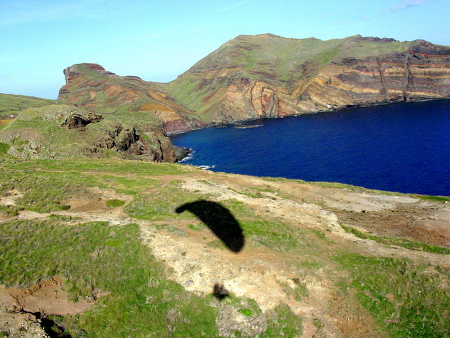 Schattenspiele über einer Landschaft die sonst praktisch nie im Schatten liegt, die fast immer trockene Halbinsel im Osten von Madeira