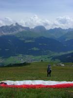 Paragliding Fluggebiet ,,Blick vom Startplatz Somtgant nach E zum Landeplatz (Kreis)