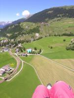 """Paragliding Fluggebiet Europa » Schweiz » Graubünden,Bergün - Alp Darlux,Landewiesen """"en masse"""": bitte auf gemähten Wiesen oder sonst auf einem Feldweg landen! Danach lockt das Freibad von Bergün..."""