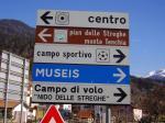"Paragliding Fluggebiet Europa » Italien » Friaul-Julisch Venetien,Cercivento,Beschilderung zum Landeplatz: ""Campo di Volo"", ""Campo Sportivo""."