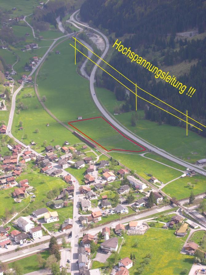 Landeplatz östlich von Schiers; knapp 15min zu Fuss zum Bahnhof/ Parkplatz/ Bus