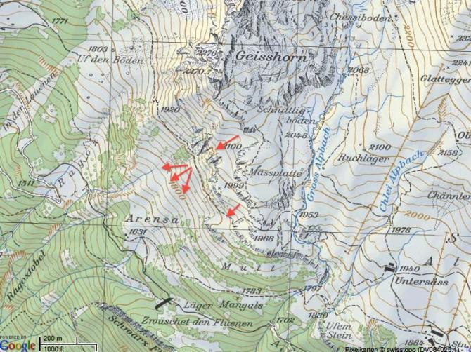 Die Startplätze am Geisshorn. Der Startplatz unten rechts ist eine sehr steile Wiese, d.h. GS gut vorbereiten und nicht bei viel Talwind/Westwind starten (Leeturbulenzen Bäume etc. rechts davon).