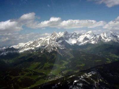 rechts unten ist der Flugberg Rossbrand, im Hintergrund der Dachstein zum greifen nah.
