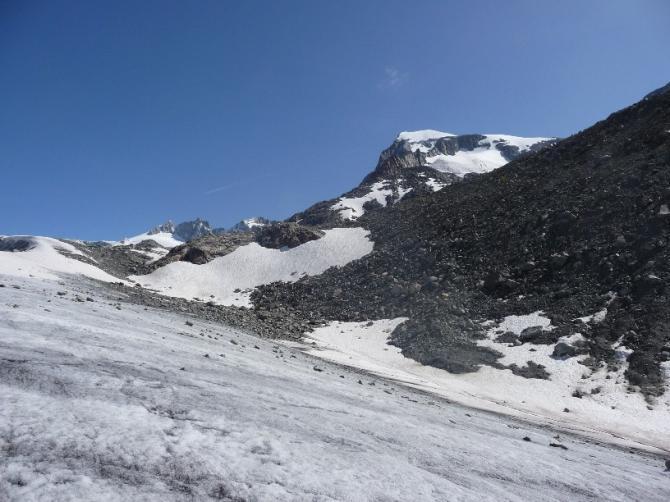 Blick vom Rhonegletscher zum Galenstock über hochsommerlichen Galengletscher (Aufstiegsweg)
