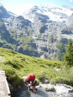 Paragliding Fluggebiet Europa » Schweiz » Bern,Hohtürli / Blümlisalphütte,Aufstieg bei Underbärgli, im Hintergrund Fründenhornhütte