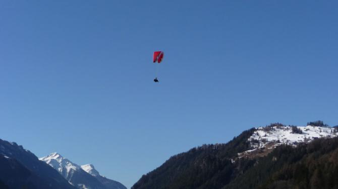 Super Höhendifferenz zwischen Startplatz Bergstation und Landeplatz Ried: 1.600m