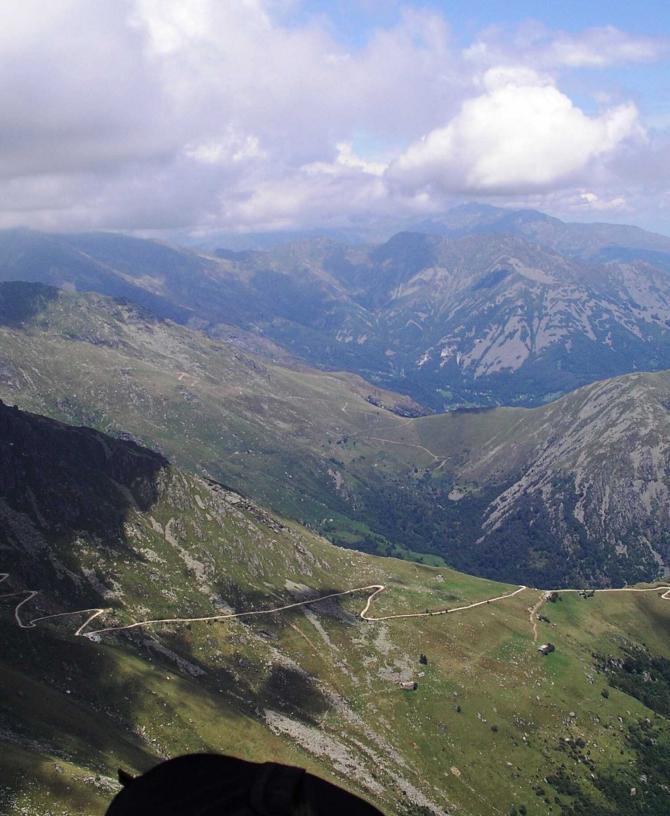 Unterwegs nach Norden, im Blick der Monte Cavallaria (anderes Flugggebiet). Juli 2012, T.Uhlmann