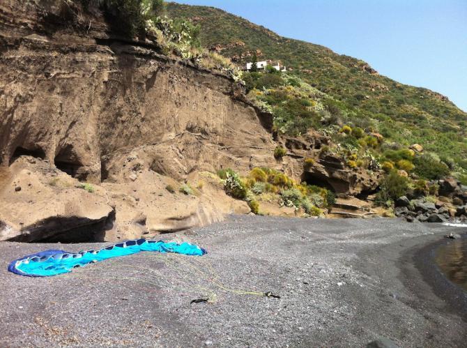 Landung am Strand von Rinella - kann, je nach Windverhältnissen, anspruchsvoll sein! Der Strand wurde vergrössert. Statt Sand ist es nun Kies.
