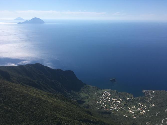 Pollara, im Hintergrund die Inseln Filicudi und Alicudi