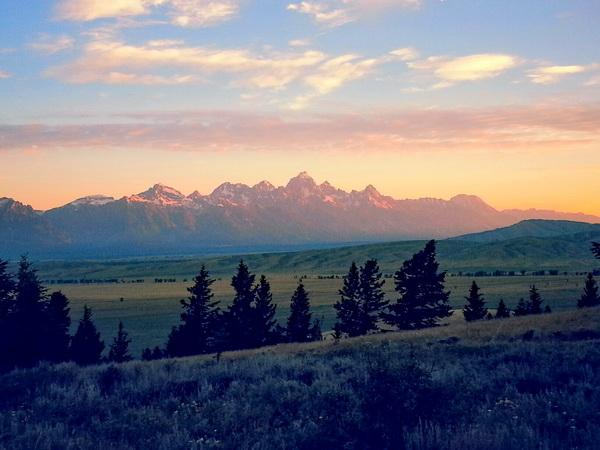 Sonnenaufgang am Curtis Canyon; Blick zu den Tetons