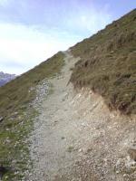 Paragliding Fluggebiet Europa » Schweiz » Obwalden,Fürenalp - Engelberg,Bergpfad von der Bergstation zum Startplatz. Wer gutes Schuhwerk hat, ist hier klar im Vorteil! (08.11.2009)