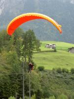 Paragliding Fluggebiet Europa » Schweiz » Nidwalden,Büelen,Bei der Landung an der Büelen hat man auf drei Seiten Kabel oder Starkstromleitungen. Trotzdem hat das Gebiet seinen Charme.