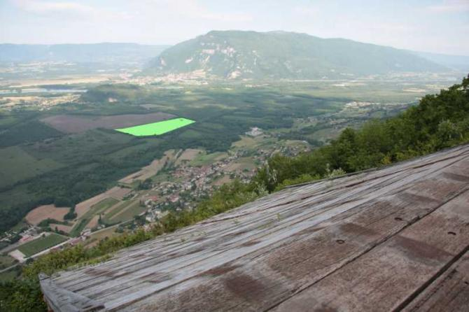 Blick von der Rampe. Die grüne eingefärbte Fläche ist die Landewiese.