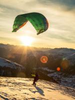 Paragliding Flugschule Europa » Schweiz » Graubünden,Air-Davos Paragliding,Gleitschirmstart vom Jakobshorn-Gipfel 1000 Höhenmeter über Davos.