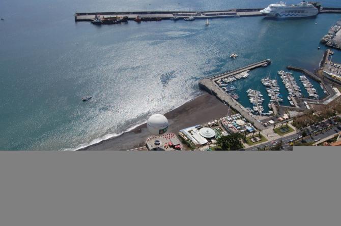 Funchal Landeplatz direkt beim Ballon, wo Beatles Boat vor Anker liegt. 10m Mal 50m Landeplatz auf Fußballgroße Steine oder man wählt dir Promenade zum landen, was aber nicht empfehlenswert ist :-) Abflug von 1200m Höhe.