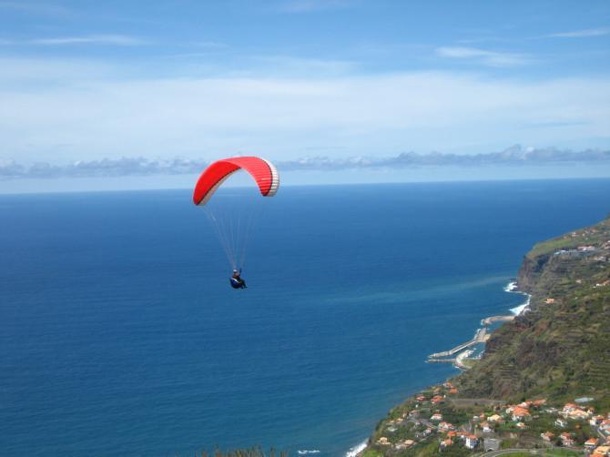 Flug von Arco da Calheta nach Calheta Beach