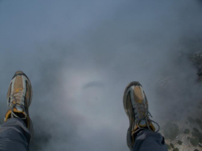 über der Wolke mit Schatten in der Wolke